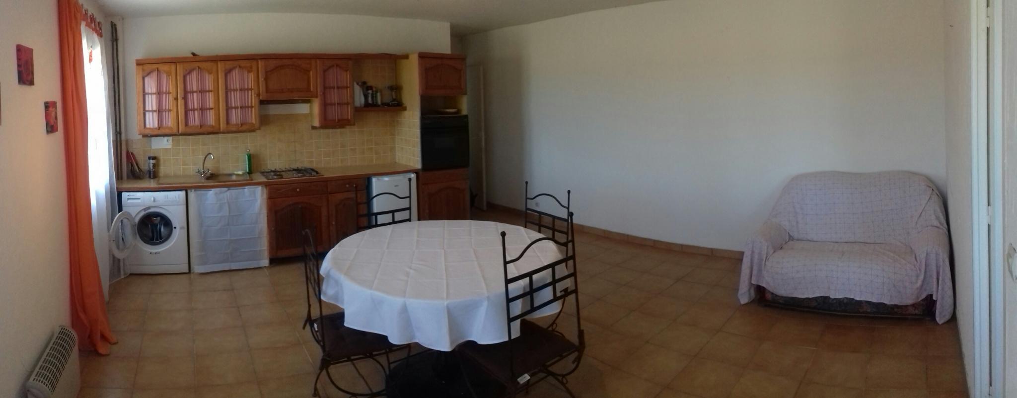 Salle à manger appartement locatif.